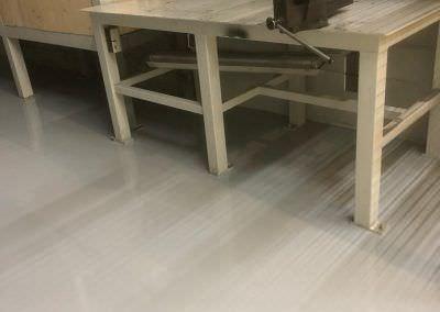revetement epoxy autolissant local maintenance usine